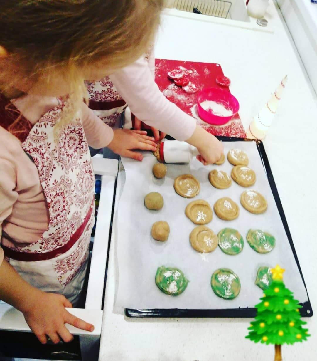 Vypekanie vianočných koláčikov